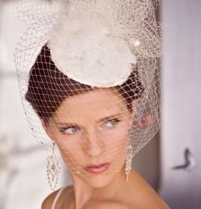 Ci sono alcuni tipi di accessori per le spose che si abbinano solamente ad  un tipo di cerimonia rispetto all altro a2e41ce2fa28